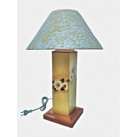 lampe aux fleurs peintes sur pied rectangulaire bois. Black Bedroom Furniture Sets. Home Design Ideas